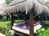 Bali bed by Royal Service pool